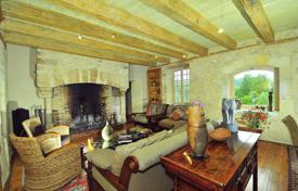 4 bedroom villas and houses to rent in Aquitaine. Le Noyer