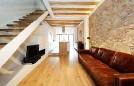 Townhouses for sale in Barcelona. Сomfortable semi-detached house in Sant Andreu
