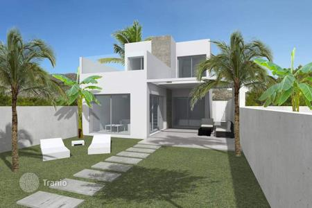 Cheap houses for sale in Benijofar. Detached house of 3 bedrooms with private pool and communal pool in Benijófar