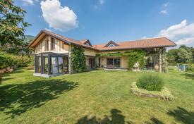 Luxury houses for sale in Italy. Villa – Lombardy, Italy