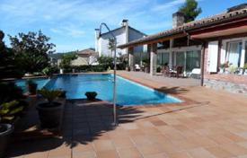 Residential for sale in Corbera de Llobregat. Cozy villa with a pool and a garden in Corbera de Llobregat, a suburb of Barcelona