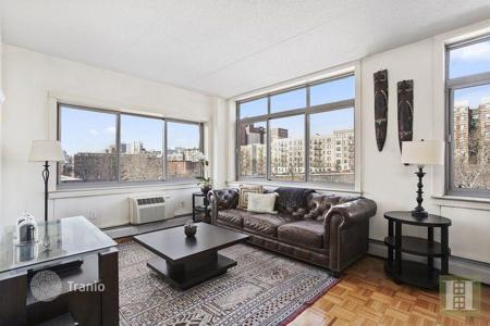 Cheap 3 bedroom apartments for sale in North America. Apartment – Manhattan, New York City, State of New York, USA