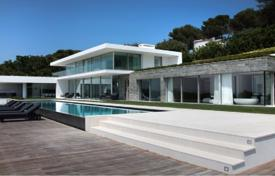 Residential for sale in Le Cannet. New villa with a pool, a garden, a garage and sea and mountain views, Le Cannet, France