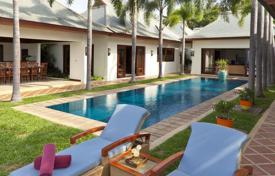 Villas and houses by the sea for rent with swimming pools in Ko Samui. The villa on the shore of the Gulf in the area Maenam