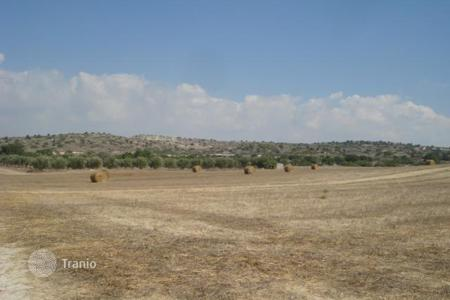 Land for sale in Tochni. Building Plot