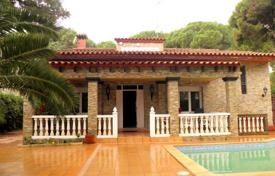Villas and houses with pools by the sea for sale in Catalonia. Villa – Castelldefels, Catalonia, Spain