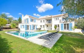 Residential for sale in Roquefort-les-Pins. Villa – Roquefort-les-Pins, Côte d'Azur (French Riviera), France