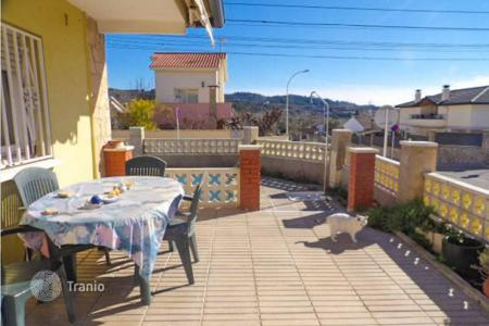 Cheap houses with pools for sale in Olesa de Montserrat. Mediterranean style house with garden and swimming pool in Olesa de Montserrat, Catalonia, Spain