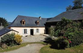 3 bedroom houses for sale in Occitanie. An estate with a farmhouse and outbuildings, surrounded by a picturesque natural landscape, Hautes-Pyrénées, France