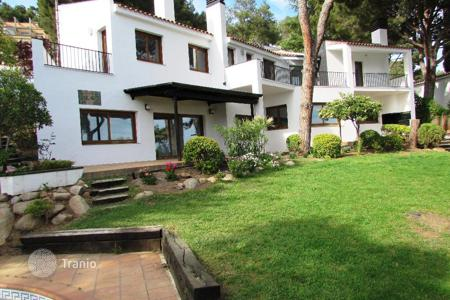 3 bedroom houses for sale in Costa Brava. Villa – Blanes, Catalonia, Spain