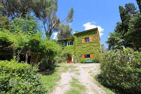 Residential for sale in Cetona. Exclusive farmhouse to restore in Tuscany, Cetona