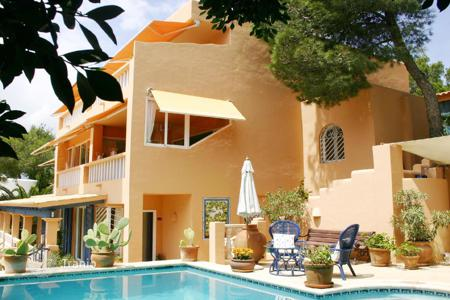 Luxury houses with pools for sale in Ibiza. Villa with panoramic view in Can Fournet
