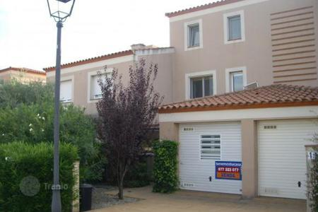 Coastal townhouses for sale in Costa Dorada. Terraced house – Reus, Catalonia, Spain