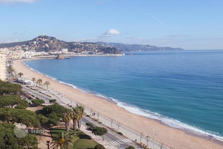 4 bedroom apartments by the sea for sale in Costa Brava. Apartment – Blanes, Catalonia, Spain