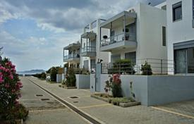 Townhouses for sale in Administration of the Peloponnese, Western Greece and the Ionian Islands. Terraced house – Loutraki, Administration of the Peloponnese, Western Greece and the Ionian Islands, Greece