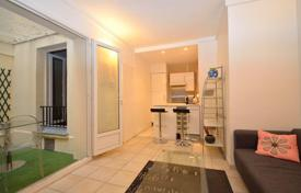 Cheap property for sale in Paris. 16th, Pompe Longchamp, apartment 1 bedroom with terrace