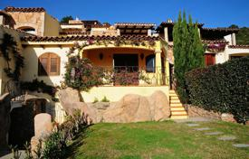 "Residential for sale in Arzachena. The house, on the ""Collina delle Ginestre"" in Pantogia"