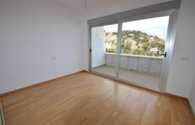 Bank repossessions apartments in Spain. Spacious apartment with a storage room and a garage, in a residential estate, close to the sea and all amenities, Benidorm, Spain
