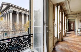 Luxury 4 bedroom apartments for sale in Paris. Paris 8th District – An elegant apartment in a picture-postcard location