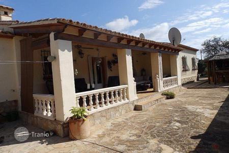 3 bedroom houses for sale in Jalón. 3 bedroom villa with pool, summer kitchen with bar area and garden in Jalón/ Xaló