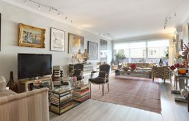 Luxury property for sale in Neuilly-sur-Seine. Neuilly-sur-Seine. A near 140 m² apartment in a convenient location.
