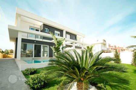Cheap residential for sale in Gran Alacant. Semi-detached house of 2 bedrooms with private pool and garden in Gran Alacant