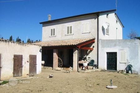 3 bedroom houses for sale in Abruzzo. Property in Pescara, Rosciano. Italy