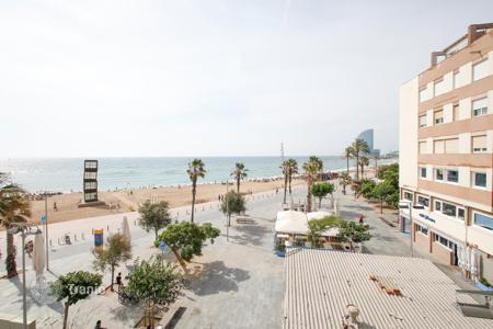 Apartments for sale in Ciutat Vella. Charming apartment on the first line of the sea, in Barceloneta beach, Barcelona