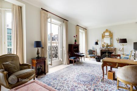 Luxury 2 bedroom apartments for sale overseas. Paris 8th District — Avenue Matignon