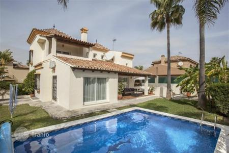 5 bedroom villas and houses by the sea to rent in Malaga. Villa – Malaga, Andalusia, Spain