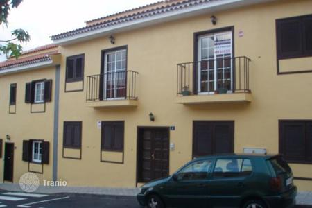Cheap townhouses for sale in Tenerife. Terraced house - San Cristobal de La Laguna, Canary Islands, Spain