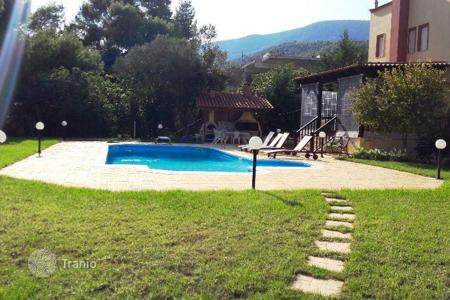 Property for sale in Peloponnese. Spacious villa in Corinth, Greece. Garden, swimming pool, parking, 350 meters from the sea