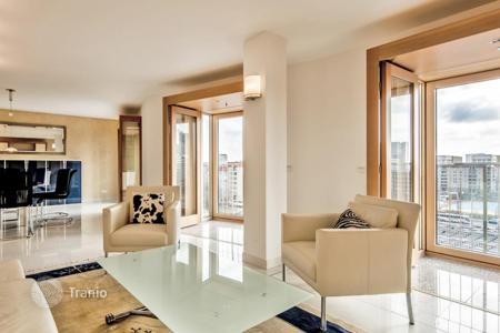 Luxury 2 bedroom apartments for sale in Berlin. Duplex penthouse apartment in an elite house made be legendary architect Frank Gehry, center of Mitte, near the Brandenburg Gate, Berlin