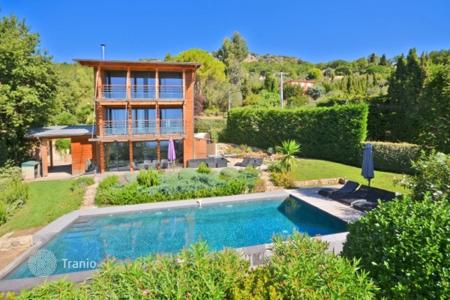 Coastal houses for sale in Grasse. Villa – Grasse, Côte d'Azur (French Riviera), France