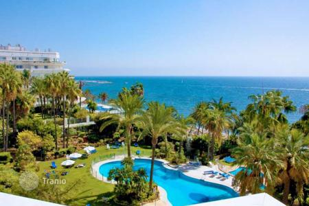 Luxury 2 bedroom apartments for sale in South East Spain. Luxury beachfront apartment in Gran Marbella, Golden Mile
