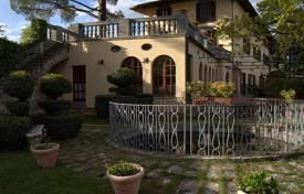 Luxury houses for sale in Siena. XIII century neoclassical style villa with a pool, Castellina in Chianti, Tuscany, Italy