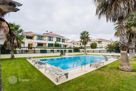 Townhouses for sale in Cascais. Spacious townhouse in the prestigious area of Cascais
