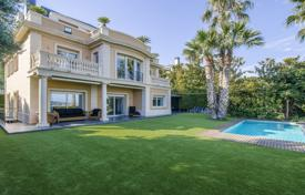 5 bedroom houses for sale in Catalonia. Classic villa with a private plot, a garden, a swimming pool, terraces, a garage and sea, mountain and city views, Barcelona, Spain