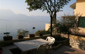 Houses for sale in Veneto. Villa – Garda, Veneto, Italy