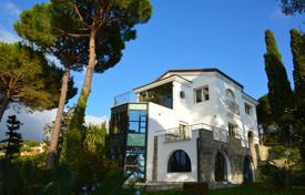 Luxury 5 bedroom houses for sale in Liguria. Three-level villa with an elevator, a swimming pool, a garden, and a panoramic sea view, in a quiet district of Bordighera, Italy
