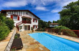 Property for sale in Ascain. Villa with a pool and mountain views in Ascain, Aquitaine, France