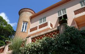 Houses with pools for sale in Menton. Charming villa with a swimming pool and a beautiful sea view in Menton, Cote d`Azur, France