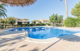 Townhouses for sale in Valencia. Two-level townhouse in a complex with a swimming pool in Los Altos, Torrevieja