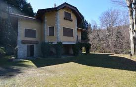 Property for sale in Gignese. Cozy villa with two balconies, a huge plot and a lake views, Gignese, Piedmont, Italy