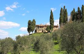 5 bedroom houses for sale in Italy. Farmhouse for sale in Tuscany
