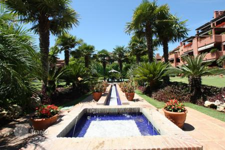 Houses with pools for sale in Estepona. Duplex Penthouse for sale in Alhambra del Golf, Estepona
