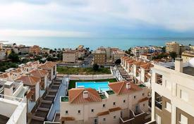 Coastal townhouses for sale in Valencia. 2 and 3 bedroom townhouses within a complex with pool just 150m from the beach in Santa Pola