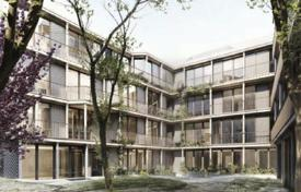 Luxury 3 bedroom apartments for sale in Germany. Comfortable apartment with a terraces and a garden, near the market, Ludwigsvorstadt-Isarvorstadt, Munich, Germany
