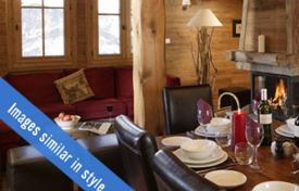 Property to rent in Huez. Spacious chalet with 4 bedrooms, a jacuzzi, a sauna and a ski room. France, Alpe d'Huez