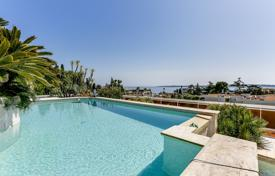 Luxury apartments with pools for sale in Côte d'Azur (French Riviera). Comfortable apartment with a sea view, a private garden, a pool and a garage, Cannes, France